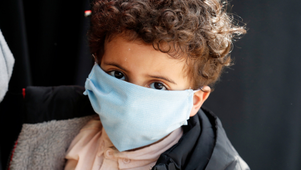 Педиатры предупредили об опасности медицинских масок для малышей