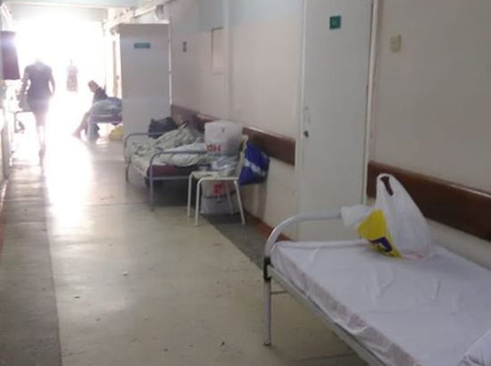 Условия новосибирской инфекционки ужаснули: пациенты черпают воду из бачка