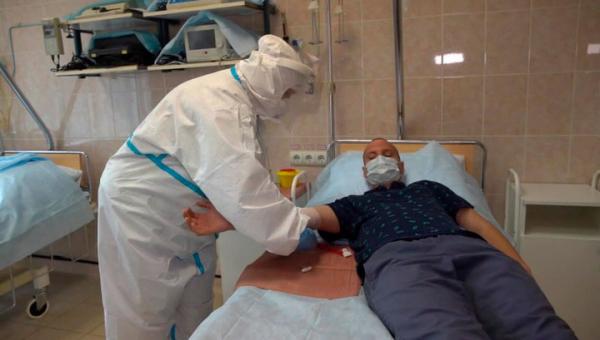 Добровольцы, готовые испытать вакцину от COVID-19, прошли медобследование