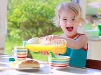 Фруктовый сок должен обязательно присутствовать в детском рационе, говорят врачи